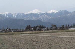 豊科町から望む常念岳