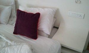 詰めの甘いベッド
