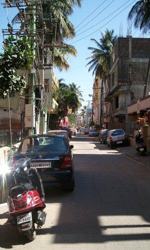 住宅街の裏道