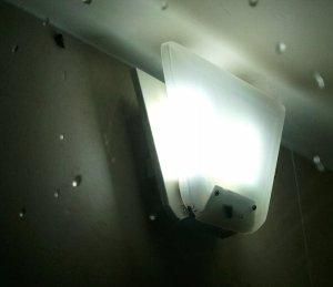 蜂の巣状態の照明器具