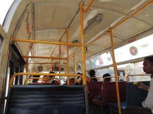 バンガロール バス車内