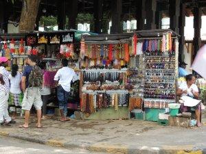 キャンディ 仏歯寺前の土産物屋