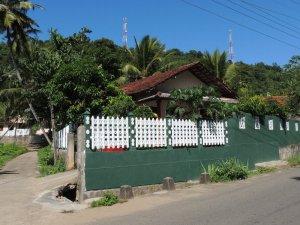 田舎の赤瓦の家